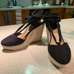 Strapped espadrilles wedges